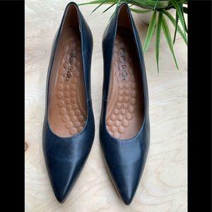 Walking Cradles woman's NWT heels